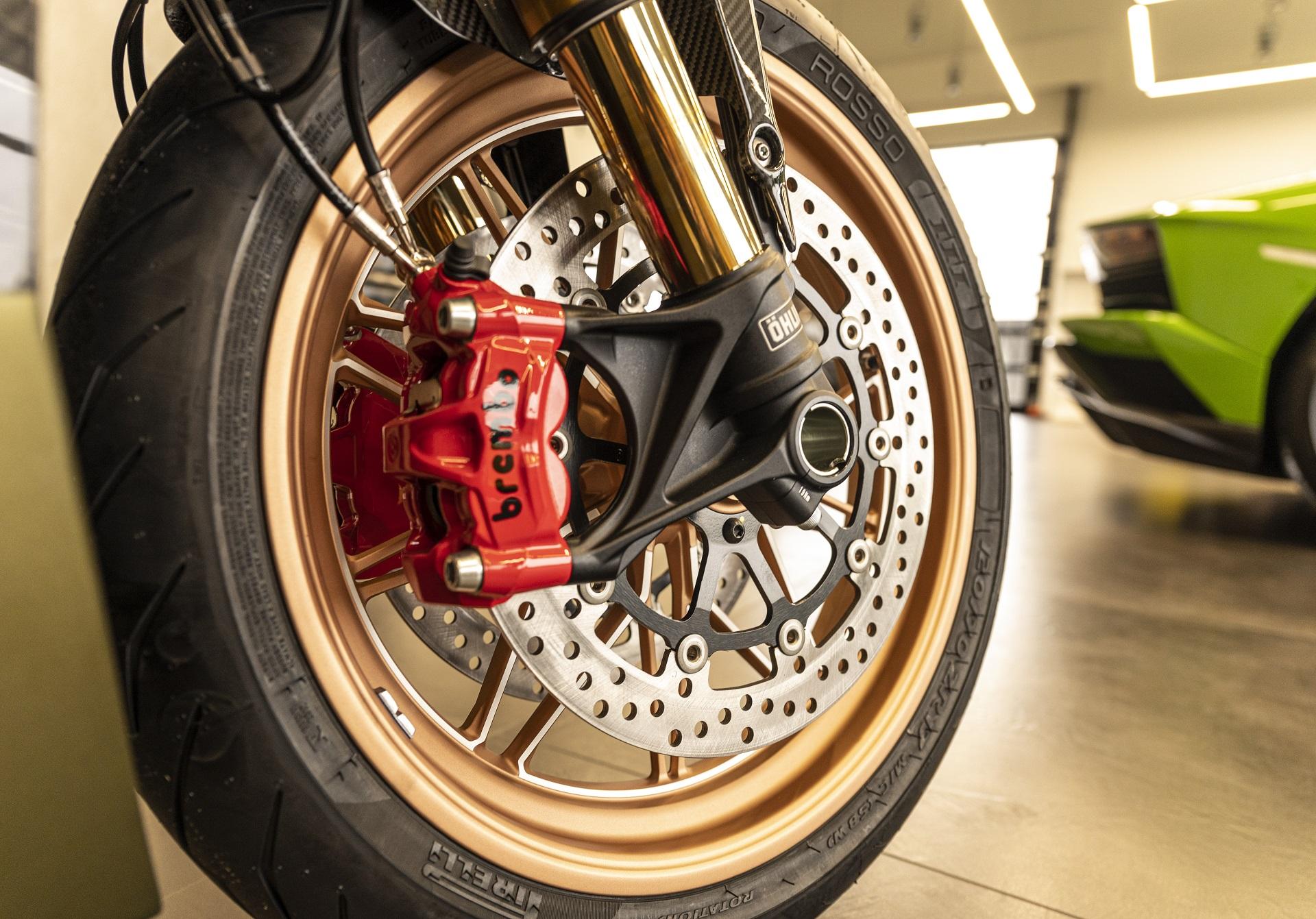 Lamborghini bordeaux Ducati Diavel 1260